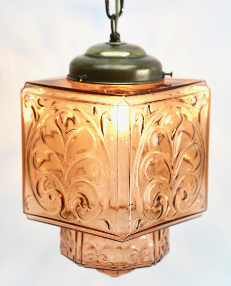 Architectural Pendant Lamp with Foliate Pattern in Rosaline Pink In Good Condition For Sale In Verviers, BE