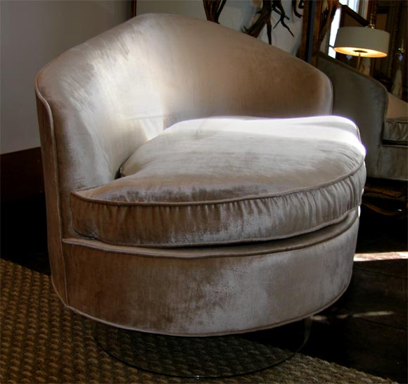 Glamorous chaise lounge with champagne velvet upholstery for Bernard chaise lounge