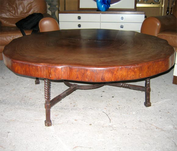 Coffee table with wrought iron base and precious wood top for Wrought iron coffee table with wood top