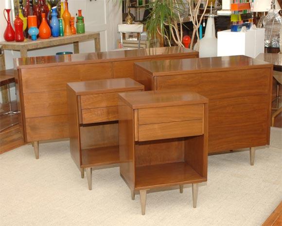 John stuart walnut five piece bedroom set at 1stdibs for Bedroom furniture 94109