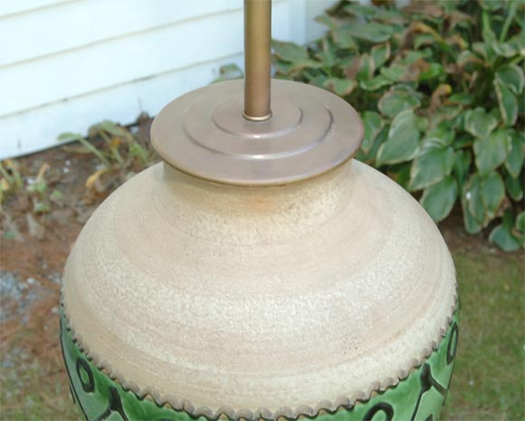 Large Pottery Lamp In Good Condition For Sale In Stamford, CT