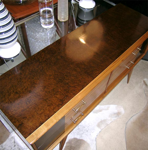 Mid-Century Modern Credenza or Sideboard For Sale