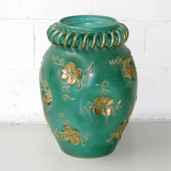 grand scale italian decorative ceramic vase by deruto circa 1930 for sale at 1stdibs. Black Bedroom Furniture Sets. Home Design Ideas