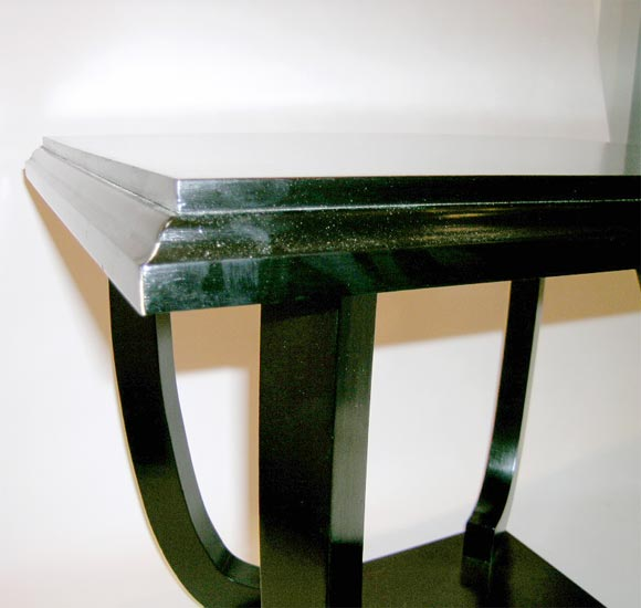 French, 1940s Side Table with Ebonized Legs and Base In Good Condition For Sale In Long Island City, NY
