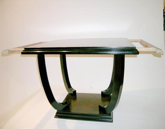 French, 1940s Side Table with Ebonized Legs and Base For Sale 2