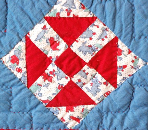 1930s Red, White and Blue Doll Quilt In Excellent Condition For Sale In Los Angeles, CA