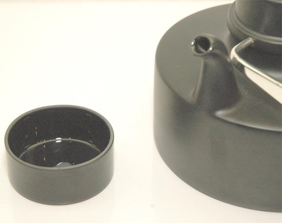 """Porcelain Noire"" Teapot by Tapio Wirkkala 7"