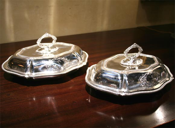 Stunning pair of English Sheffield silver serving dishes, removable handles to work as four serving dishes.