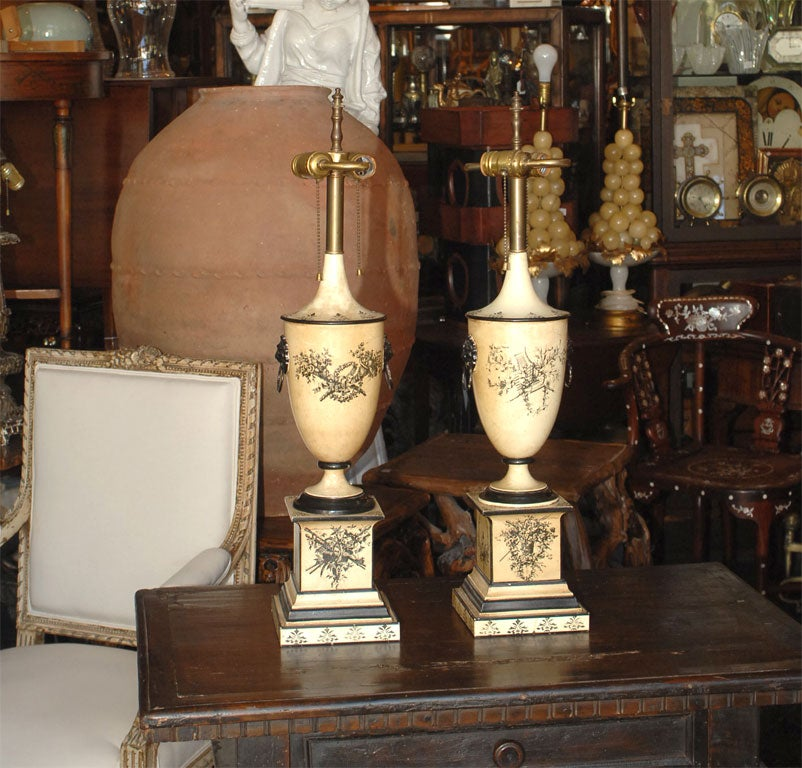 Pair of 18th Century Style Italian Tole Painted Lamps In Good Condition For Sale In San Francisco, CA