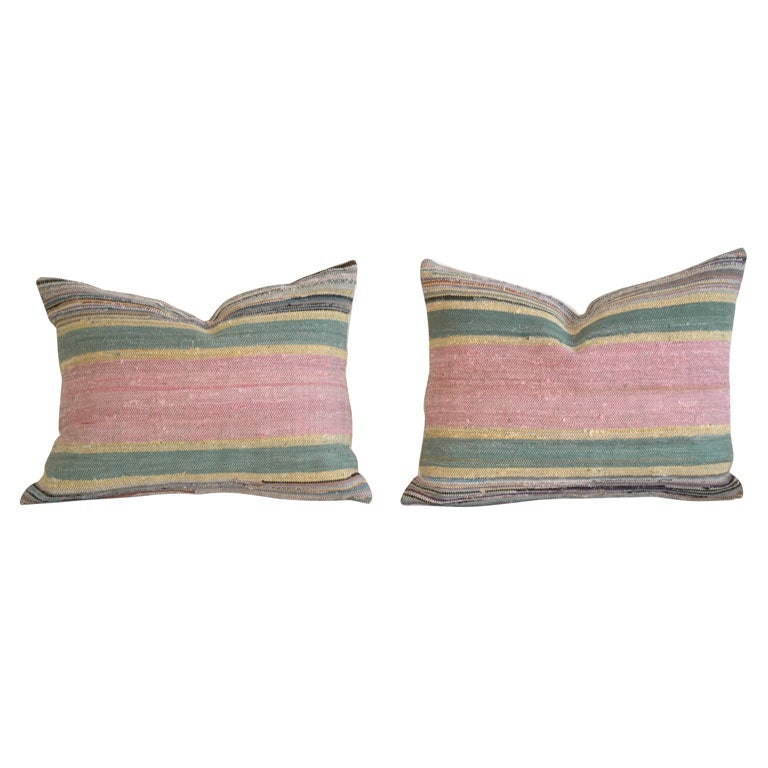 PAIR OF 1930'S RAG RUG PILLOWS WITH LINEN BACKING At 1stdibs