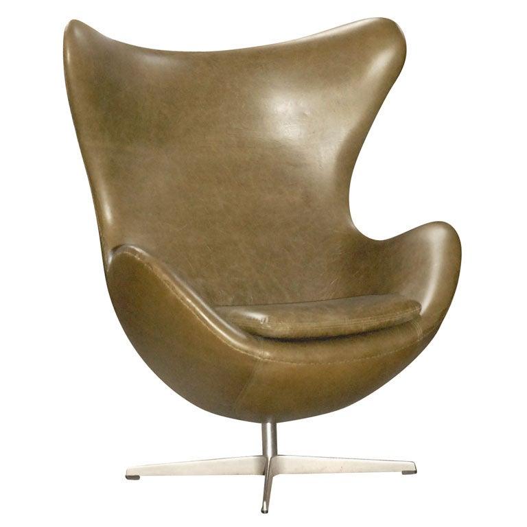 arne jacobsen egg chair in green leather at 1stdibs. Black Bedroom Furniture Sets. Home Design Ideas