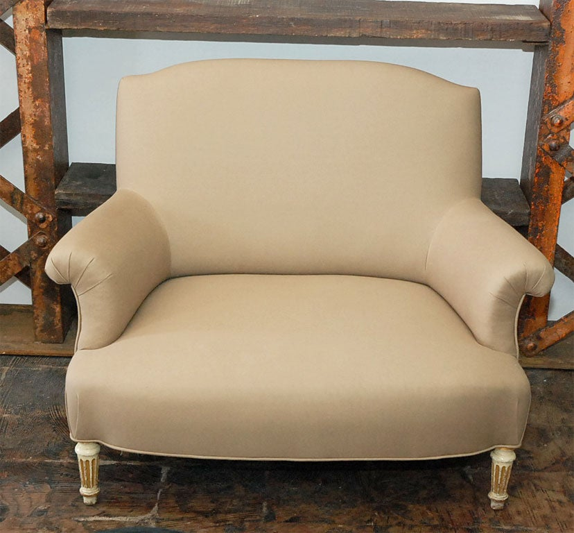 French Period Napoleon III Painted Leg Small Marquise Settee For Sale