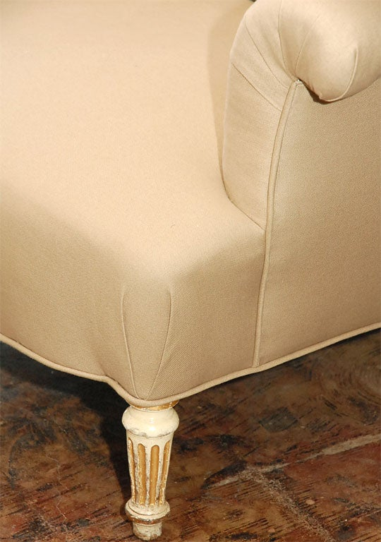 Period Napoleon III Painted Leg Small Marquise Settee In Excellent Condition For Sale In Los Angeles, CA
