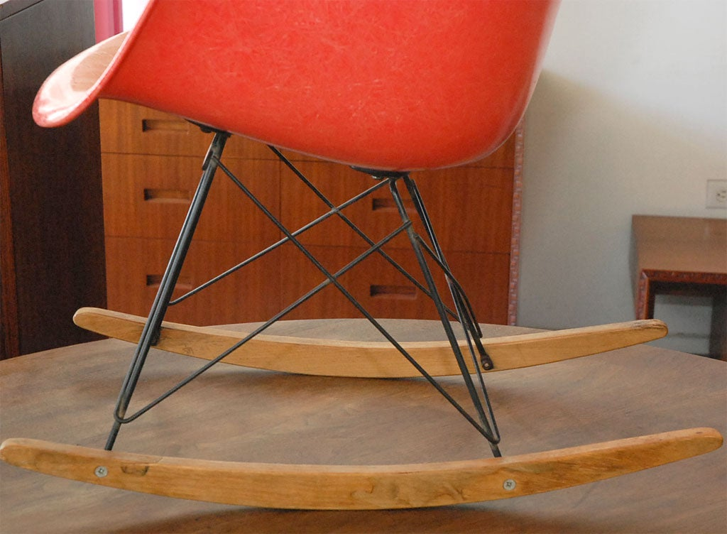 rocking chair by charles eames at 1stdibs. Black Bedroom Furniture Sets. Home Design Ideas