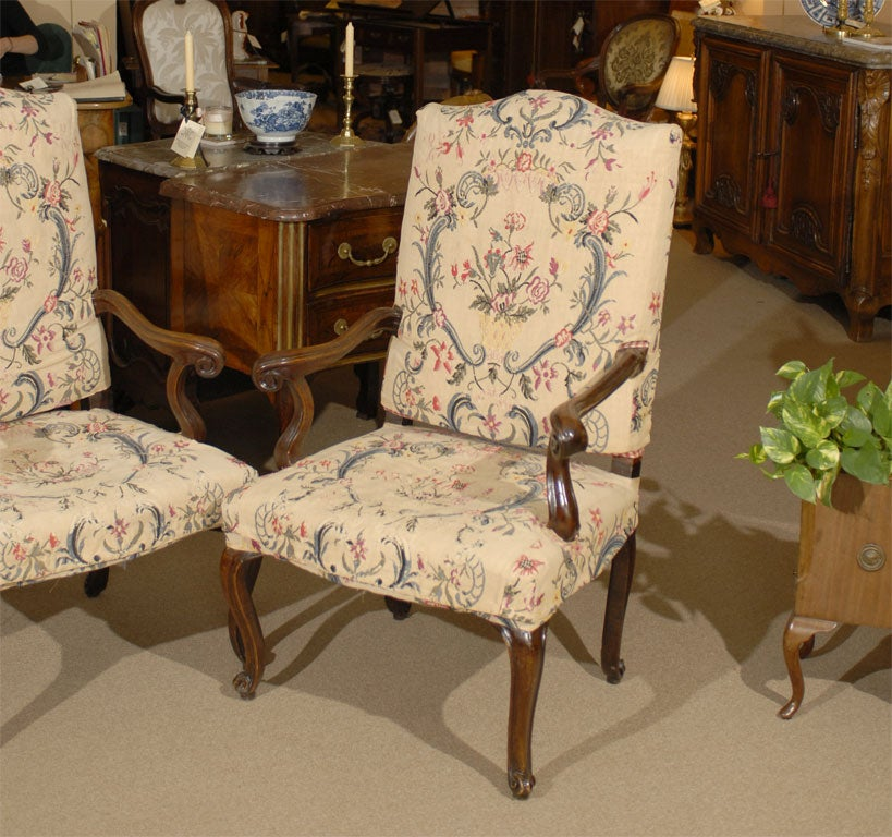 Italian Pair of Rococo Fauteuils / Armchairs in Walnut, Italy circa 1750 For Sale