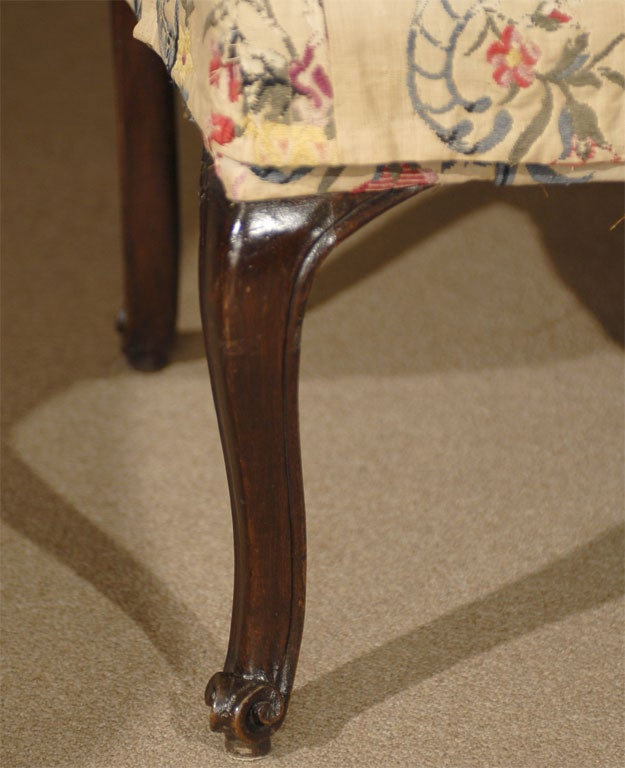 18th Century and Earlier Pair of Rococo Fauteuils / Armchairs in Walnut, Italy circa 1750 For Sale