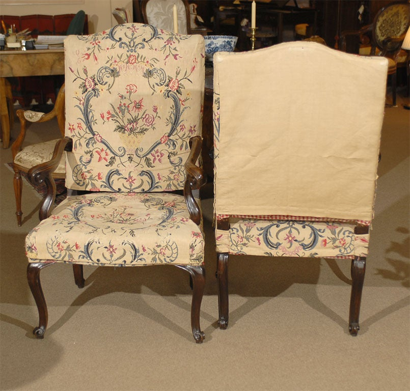 Pair of Rococo Fauteuils / Armchairs in Walnut, Italy circa 1750 For Sale 1