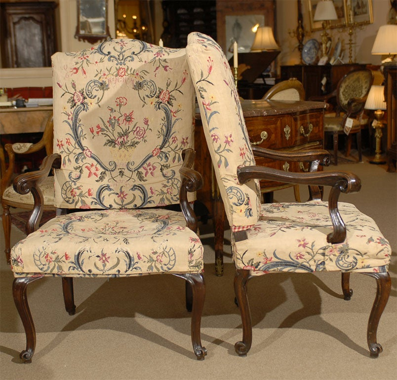 Pair of Rococo Fauteuils / Armchairs in Walnut, Italy circa 1750 For Sale 2