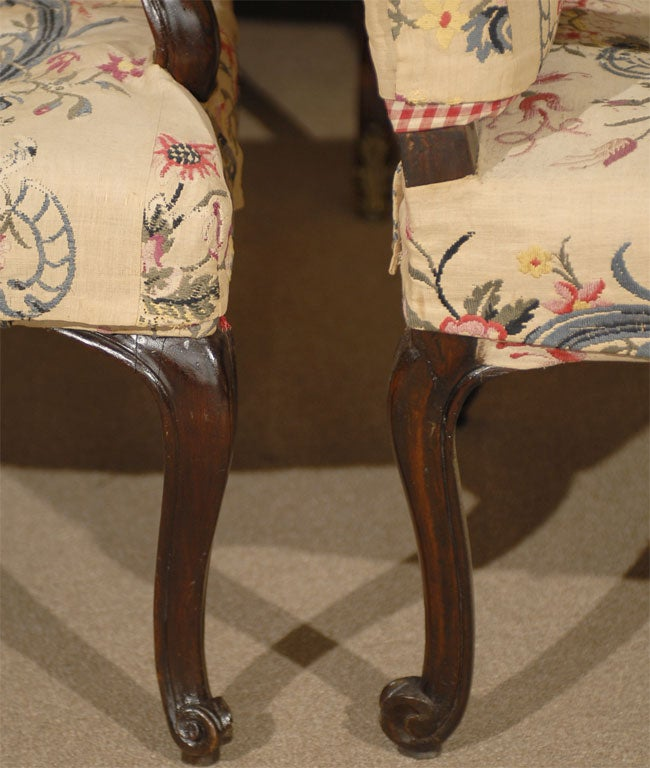 Pair of Rococo Fauteuils / Armchairs in Walnut, Italy circa 1750 For Sale 3