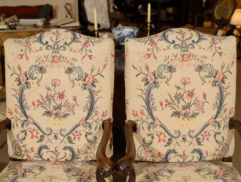 Pair of Rococo Fauteuils / Armchairs in Walnut, Italy circa 1750 For Sale 4