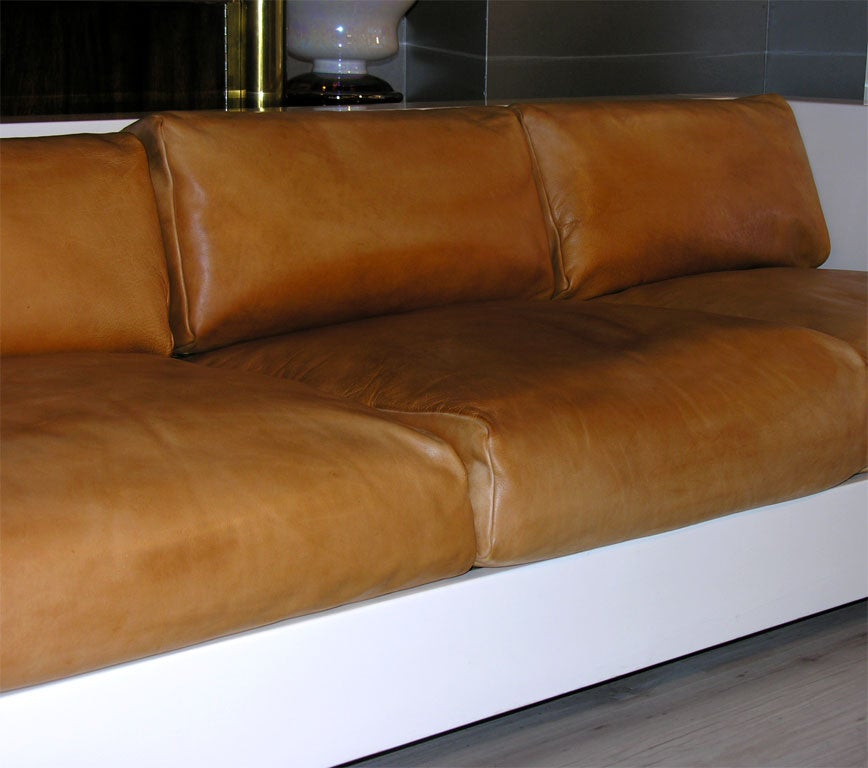 Cream Lacquer Sofa By Massimo Vignelli At 1stdibs