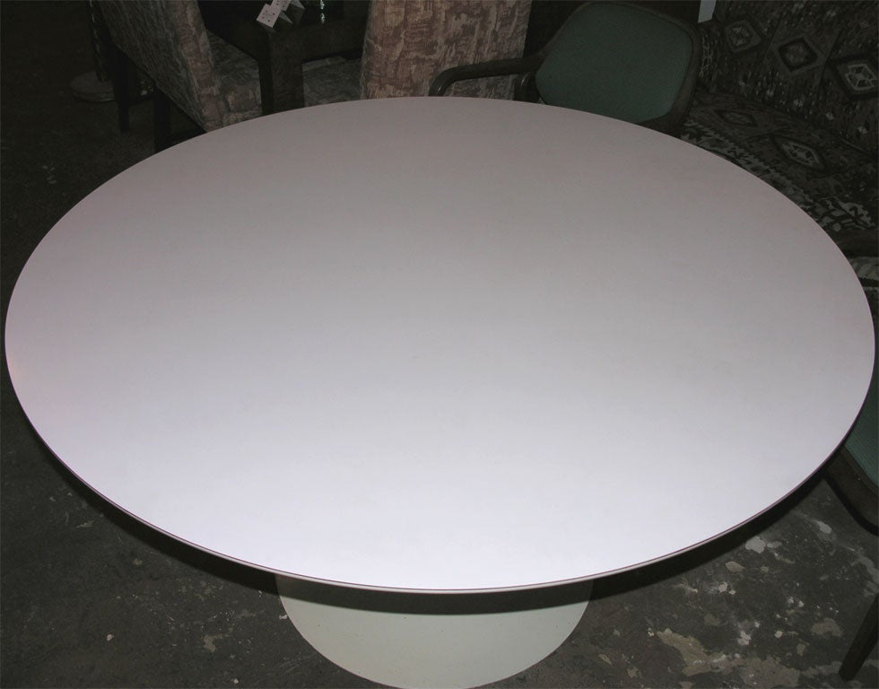 Vintage Dining Table by Eero Saarinen for Knoll In Excellent Condition For Sale In New York, NY
