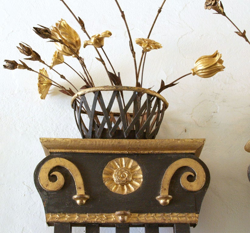 Pair of 19th Century Belgian Carved Wood Decorative Grills with Gilded Details For Sale 1
