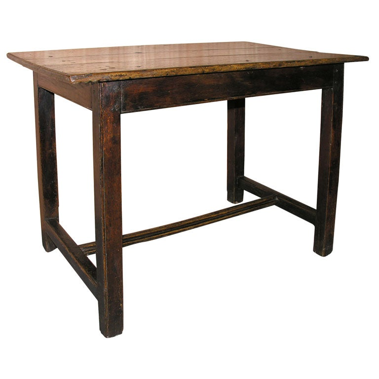 Late 18th century english center table at 1stdibs for Table th center text