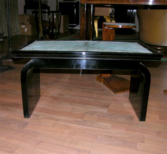 A beautiful French Art Deco occasional table, from circa 1935, made of ebonized laqured wood featuring a shagreen (sharkskin) top.