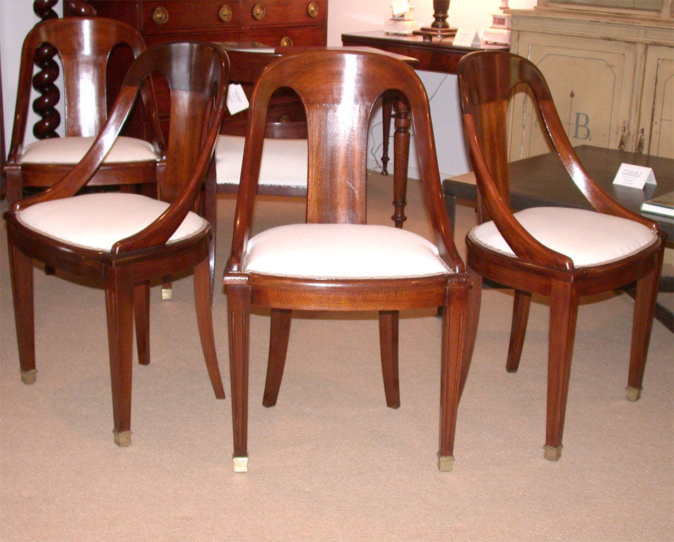 Set of six 1940 39 s art deco mahogany dining chairs at 1stdibs for Mahogany dining room furniture