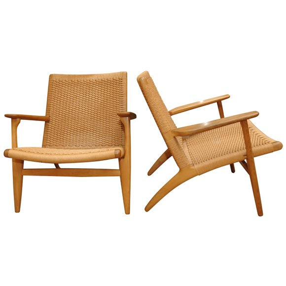 a handsome pair of hans wegner ch25 oak armchairs at 1stdibs. Black Bedroom Furniture Sets. Home Design Ideas