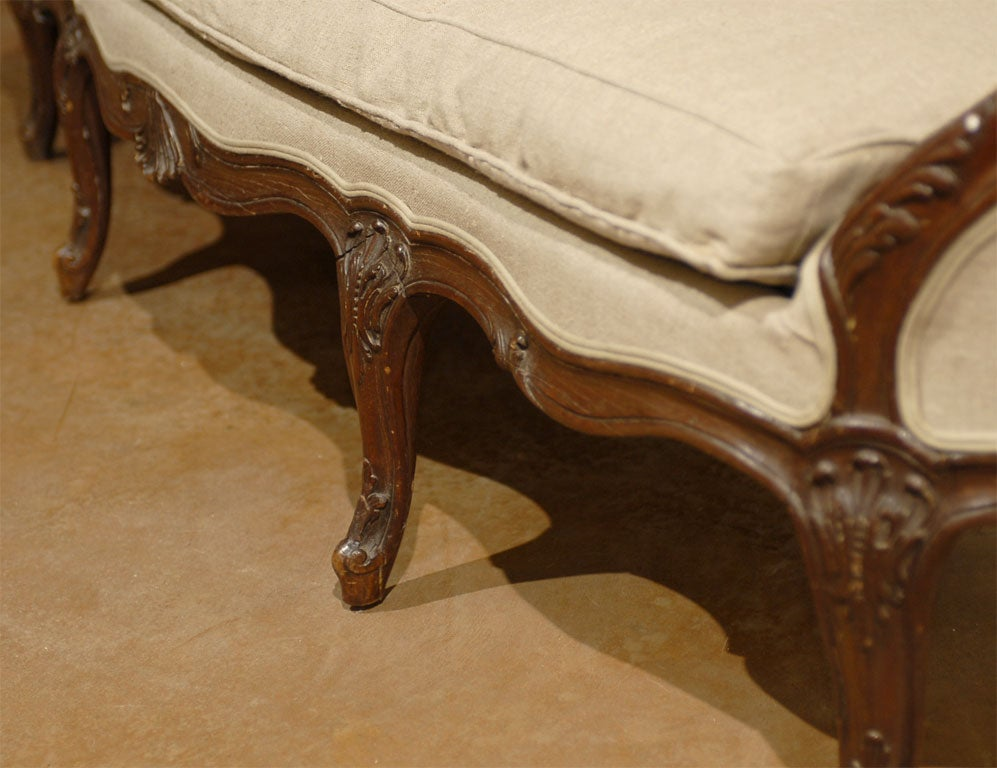 19th Century French Louis XV Style Walnut Upholstered Canapé with Wraparound Back, circa 1850 For Sale