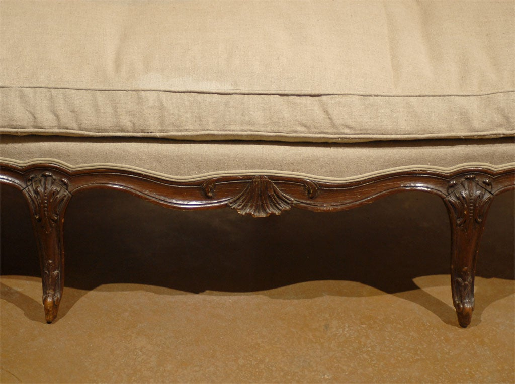 French Louis XV Style Walnut Upholstered Canapé with Wraparound Back, circa 1850 For Sale 3