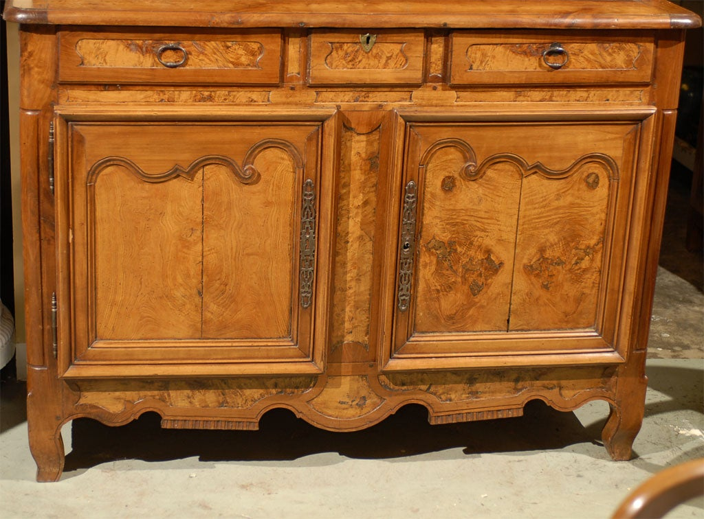 Louis XV Period Buffet Deux Corps in Burl Ash and Cherry, circa 1760 In Good Condition For Sale In Atlanta, GA