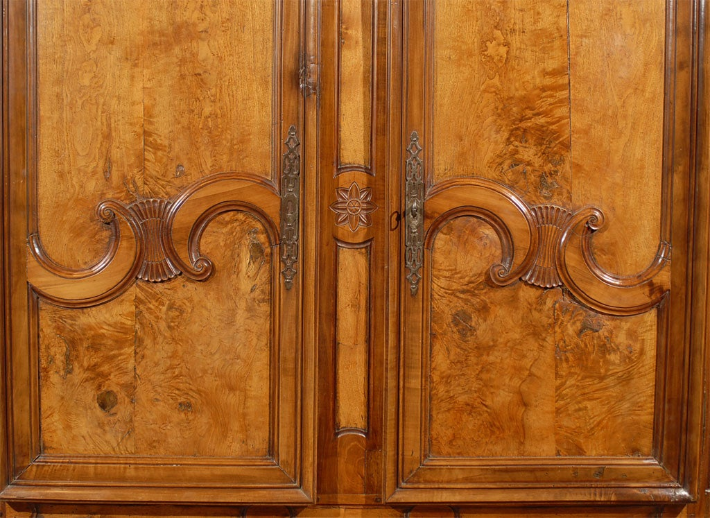 Louis XV Period Buffet Deux Corps in Burl Ash and Cherry, circa 1760 For Sale 5