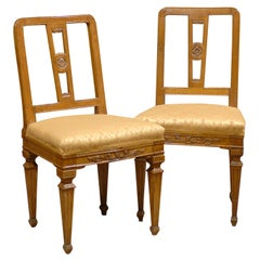 Pair of Neoclassical Side Chairs in Walnut, Italy, circa 1780