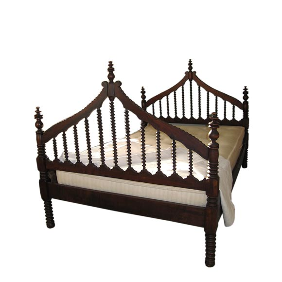 Queen Wooden Spindle Bed