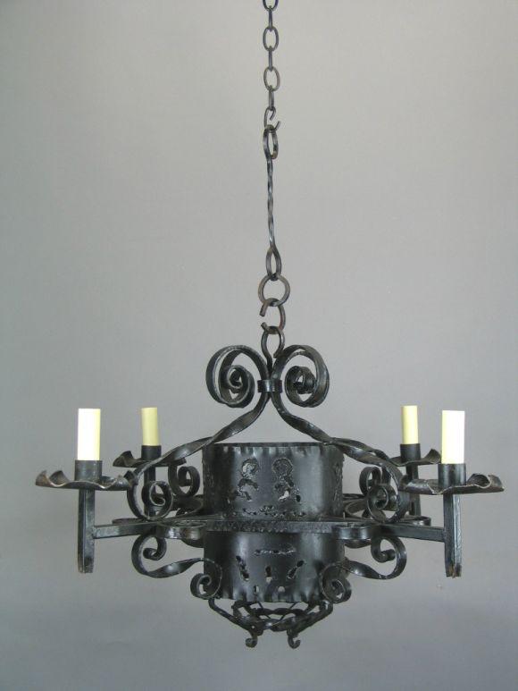 Italian 1920s Handmade Wrought Iron Chandelier For Sale
