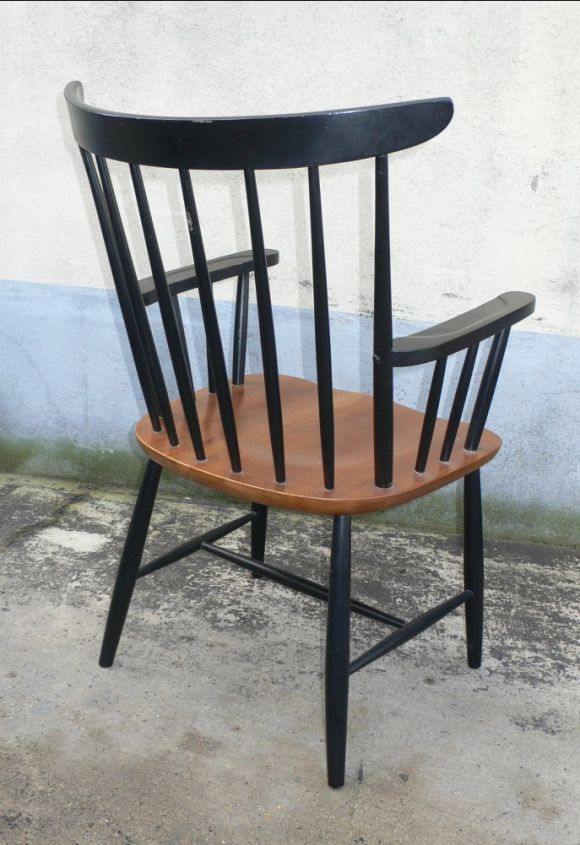 Lacquered Set of Eight Armchairs by Tapiovaara For Sale