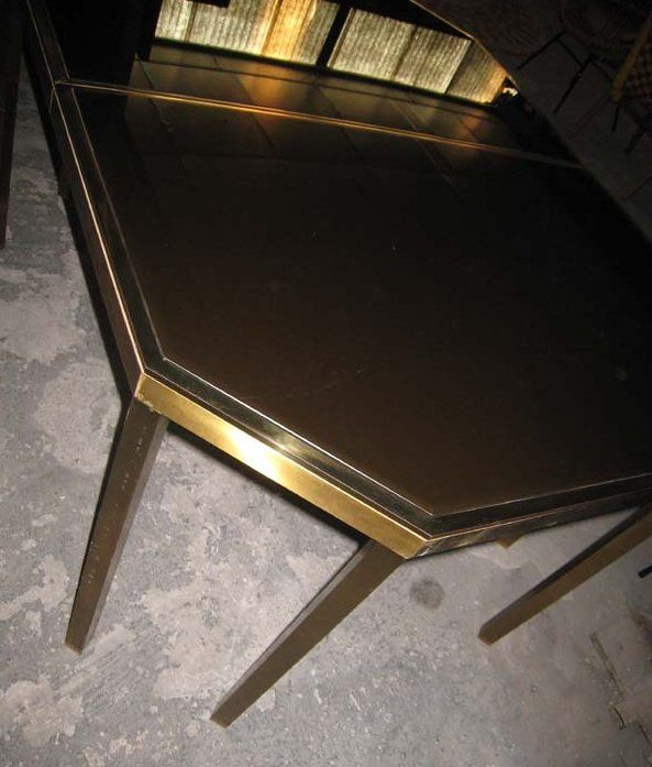 Maison Jansen octagonal dining table with extension. Additional leaf of 50 centimeters (maximum length 197 centimeters).