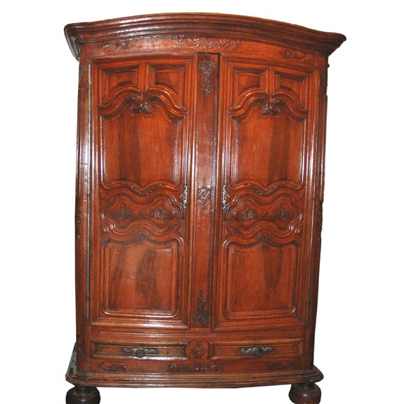 Exceptional 18th century Walnut Lyonnaise Armoire 1