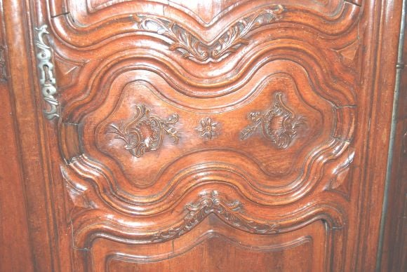 Exceptional 18th century Walnut Lyonnaise Armoire 4