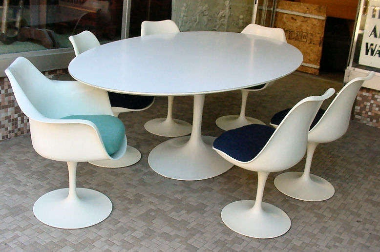 Vintage Tulip Dining Table By Eero Saarinen For Knoll At Stdibs - Eero saarinen tulip table and chairs