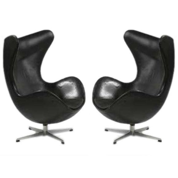 pair of vintage leather egg chairs by arne jacobsen in col at 1stdibs. Black Bedroom Furniture Sets. Home Design Ideas