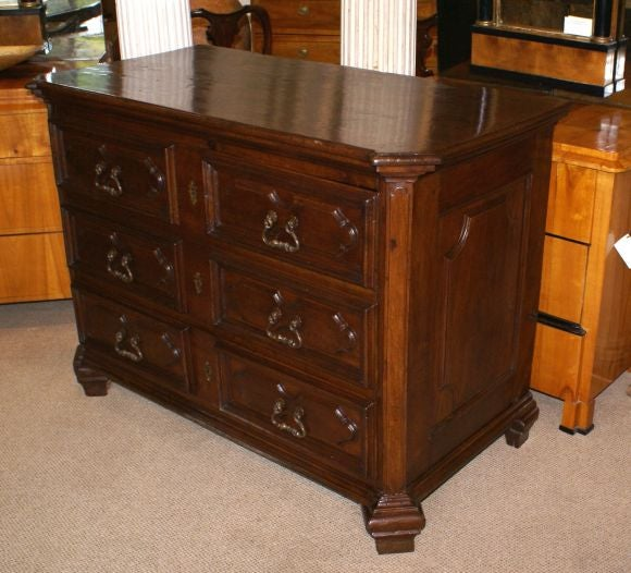 Baroque walnut commode at 1stdibs - Commode blanche baroque ...