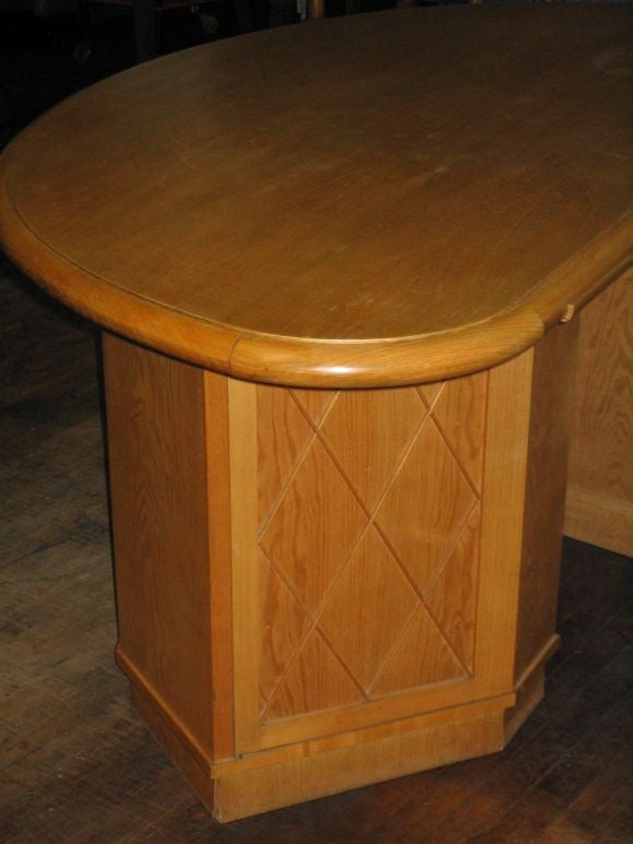 French Mid-Century Modern Neoclassical Oak Desk Attr. to Jean-Charles Moreux For Sale 1