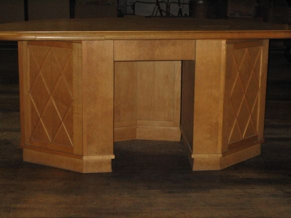 French Mid-Century Modern Neoclassical Oak Desk Attr. to Jean-Charles Moreux In Good Condition For Sale In New York, NY