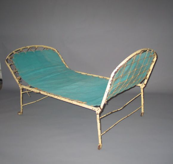 French campaign day bed chaise longue at 1stdibs for Chaise longue day bed