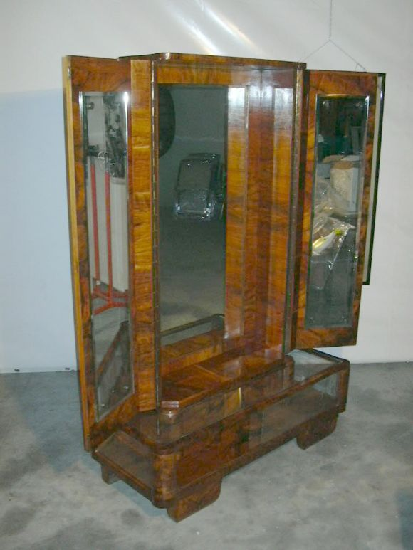 Italian Deco Gentleman's Changing Cabinet For Sale at 1stDibs