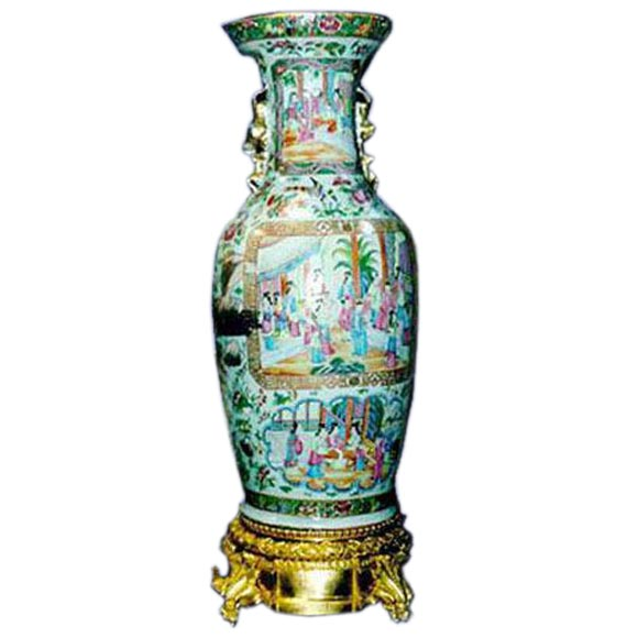 fine chinese export vase on bronze dore base at 1stdibs. Black Bedroom Furniture Sets. Home Design Ideas